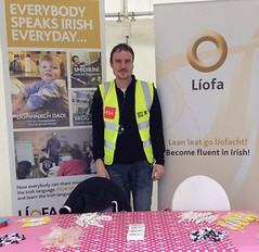 Alan Cochrane, a member of the Líofa team, promoting Líofa at the Giro D'Italia festival