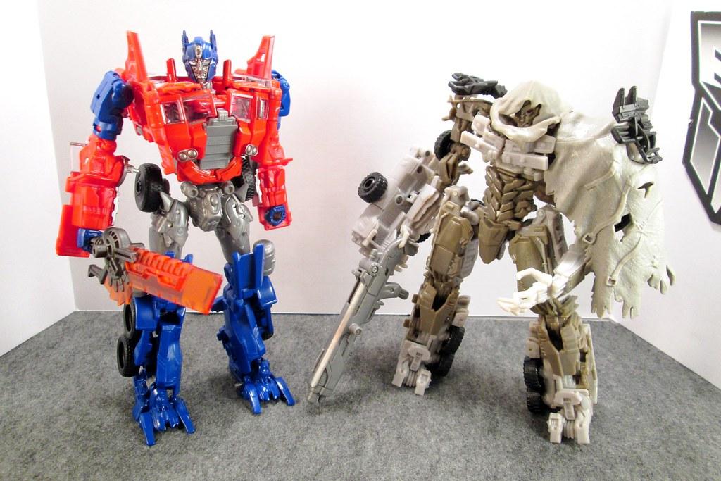 Transformers DOTM Series: Voyager class Megatron & AoE ...