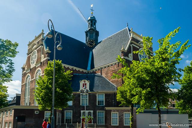 Plaza Noordermarkt e iglesia Noorderkerk
