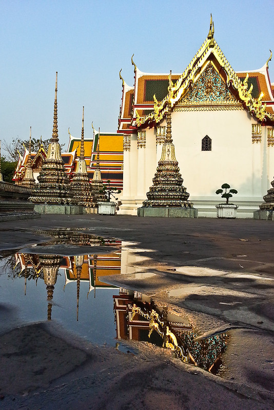 wat pho reflection