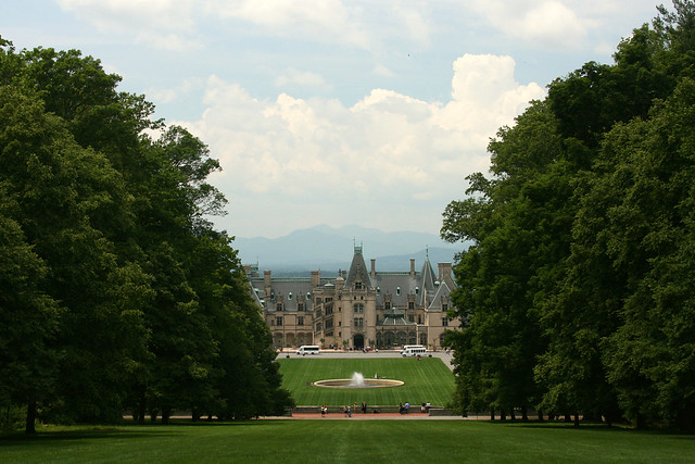 29_biltmore_and_mountains