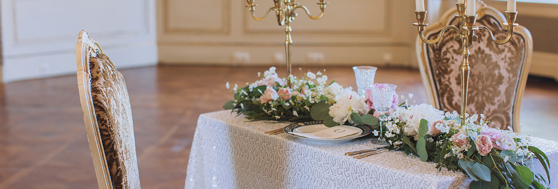MODERN AND VINTAGE ROMANCE STYLED SHOOT