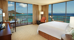 Top 10 Family Vacation Hotels in Honolulu - Hilton Hawaiian Village Waikiki Beach Resort 6
