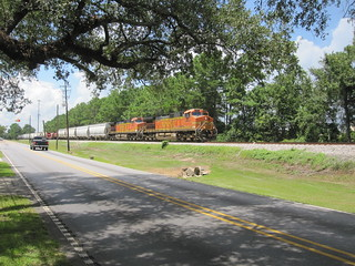 A BNSF freight sails eastwards through Ocean Springs