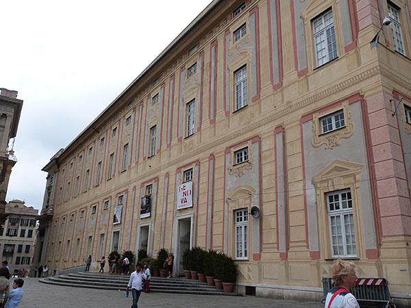 façade jaune du Palazzo Ducale