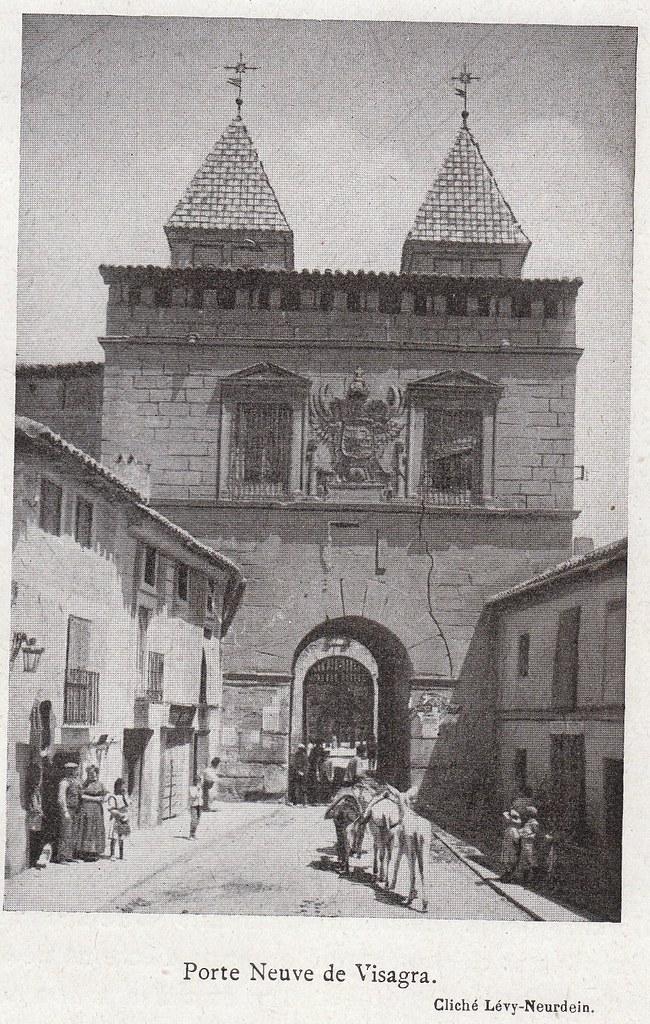 Puerta de Bisagra a comienzos del siglo XX. Fotografía de la colección Lévy-Neurdein publicada en su libro Les Villes d´Art Célebres: Tolède (1925) de Élie Lambert