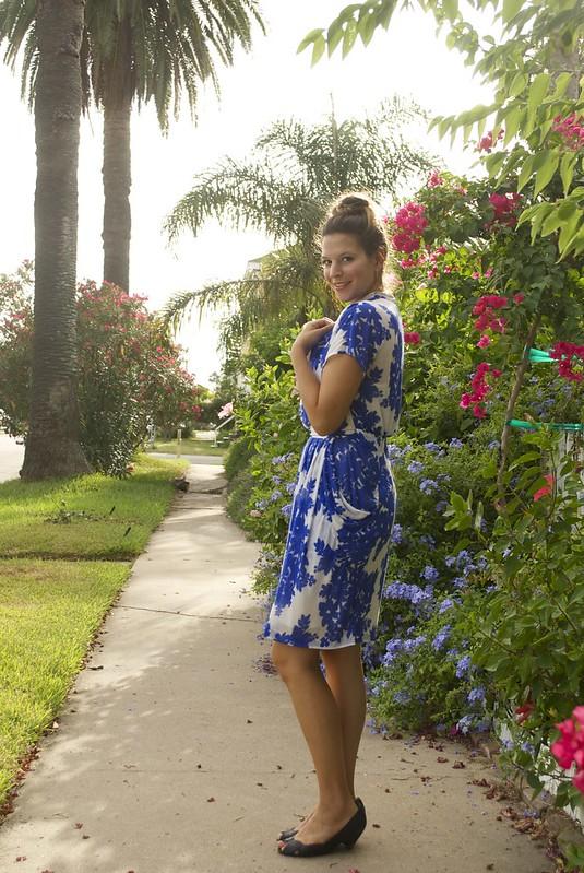 Mood Fabrics   Thakoon Amparo Blue & White Viscose Jersey   Vogue1287
