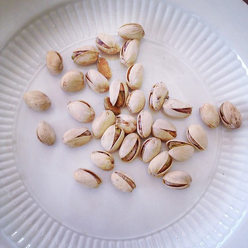 Snack: Salt and Pepper Pistachios #vegan #veganmofo #veganmofo2014 www.good-good-things.com