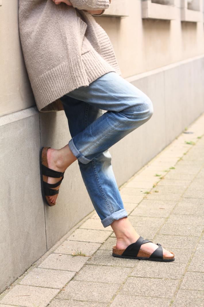 boyfriend jeans birkenstock salina outfit