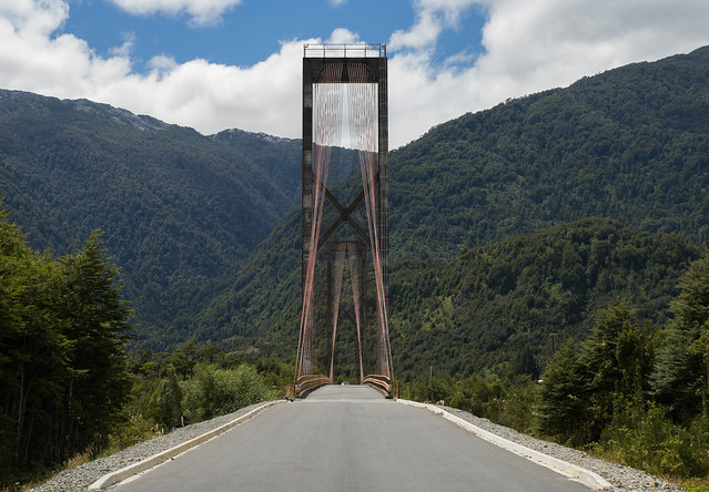 Puente sobre el río Yelcho. Patagonia chilena. Chile. 2017