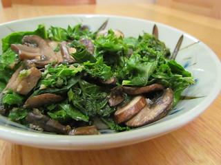 Garlicky Mushroom & Kale