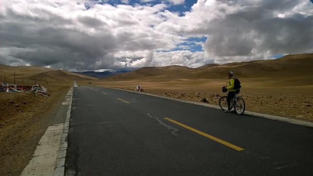 B summits Lalung La Pass