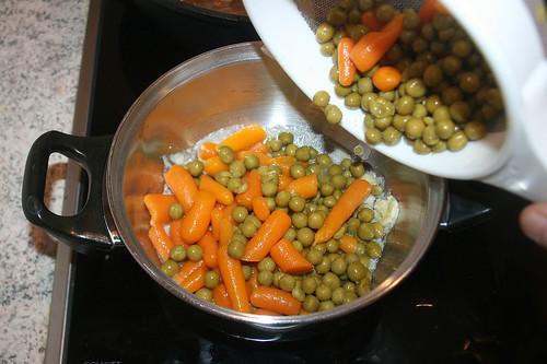 40 - Erbsen & Möhren in Topf geben / Put peas & carrots in pot
