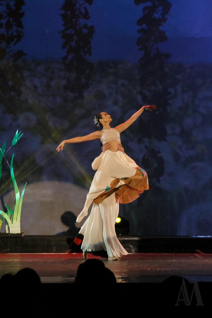 Prima Ballerina Lisa Macuja-Elizalde and Ballet Manila (vince Arcilla by Alfred Mendoza Photography)