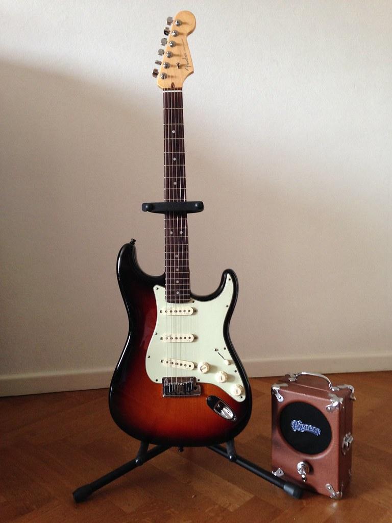 Fender Stratocaster Deluxe 2011 - Pignose 7-100