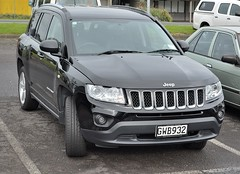 automobile(1.0), automotive exterior(1.0), sport utility vehicle(1.0), wheel(1.0), vehicle(1.0), jeep compass(1.0), compact sport utility vehicle(1.0), jeep grand cherokee(1.0), crossover suv(1.0), jeep(1.0), grille(1.0), bumper(1.0), land vehicle(1.0), vehicle registration plate(1.0),