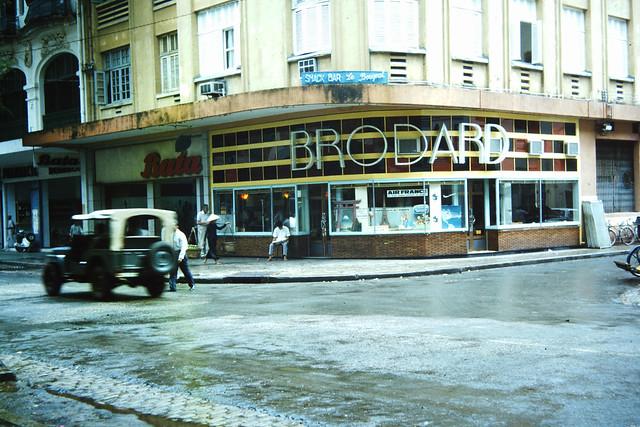 Saigon 1965 - Café BRODARD góc Tự Do-Nguyễn Thiệp - Photo by m20wc51