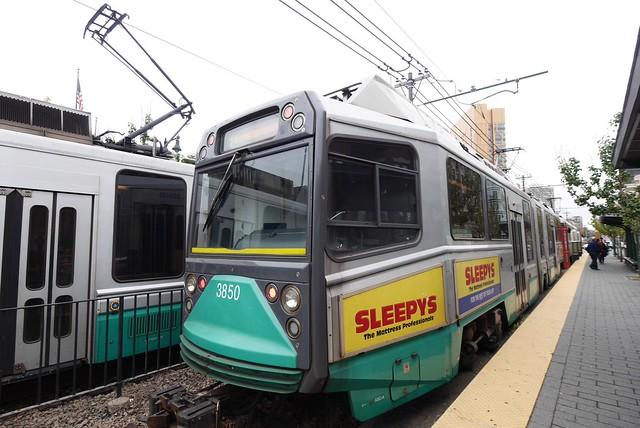 土, 2014-10-04 13:54 - 地下鉄緑の線はトラム