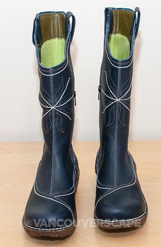 El Naturalista Yggdrasil boot-1