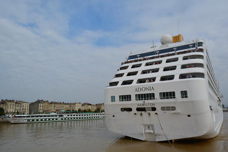 Remorquage et accostage du MS ADONIA - RM THOMAS, Bordeaux, 30 septembre 2014