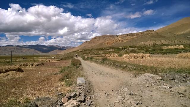 B road towards Everest