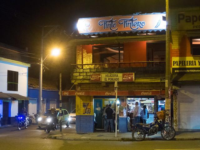 Tinto Tintero Café as viewed from across Calle 10 in Parque Poblado