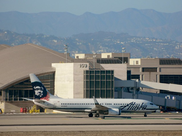 Alaska Airlines N516AS Boeing 737-890 special livery jet taxiing to her gate @ LAX on September 26, 2014.