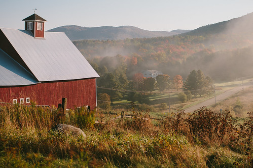 autumn light fall fog architecture barn sunrise vermont newengland foliage stowe magichour chasinglight chasingfog