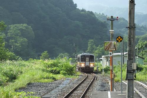南小谷~糸魚川間は非電化区間。気動車が1-2両編成で走る。