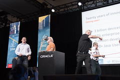 T-Shirt Toss, JavaOne Community Keynote, JavaOne 2014 San Francisco