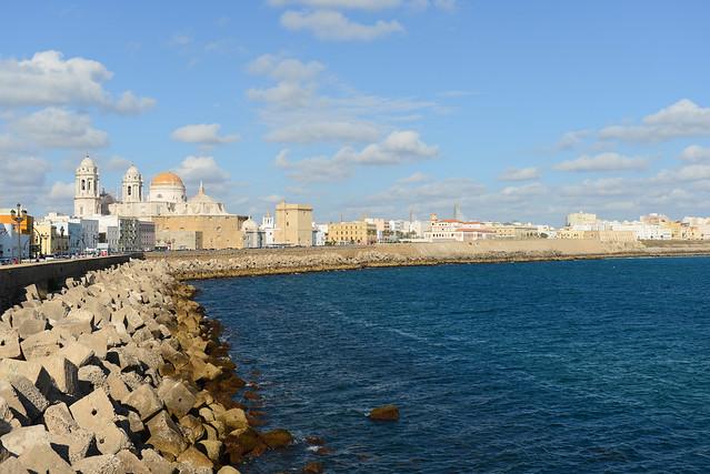 Cádiz y su espigón