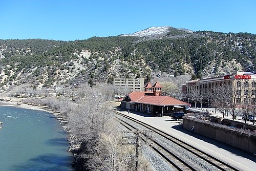 coloradoriver railroadstation depot glenwoodspringscolorado amtrak hoteldenver glenwoodsprings colorado railroad tracks route river mountains mountain pathscaminhos