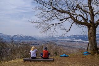 湯沢方面の山々を眺めます@六万騎山頂