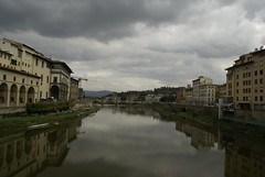 Arno vanaf de Ponte Vecchio