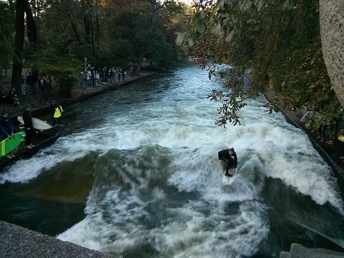 Eisbachwelle river surfing