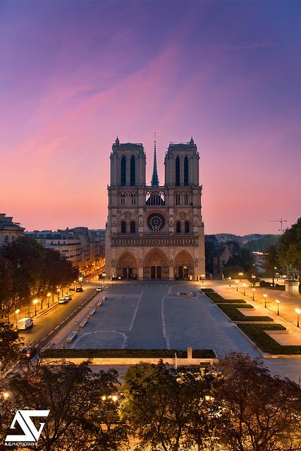 Cathédrale Notre-Dame @ Sunrise
