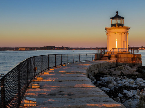 autumn portland lighthouses maine buglight portlandbreakwaterlighthouse