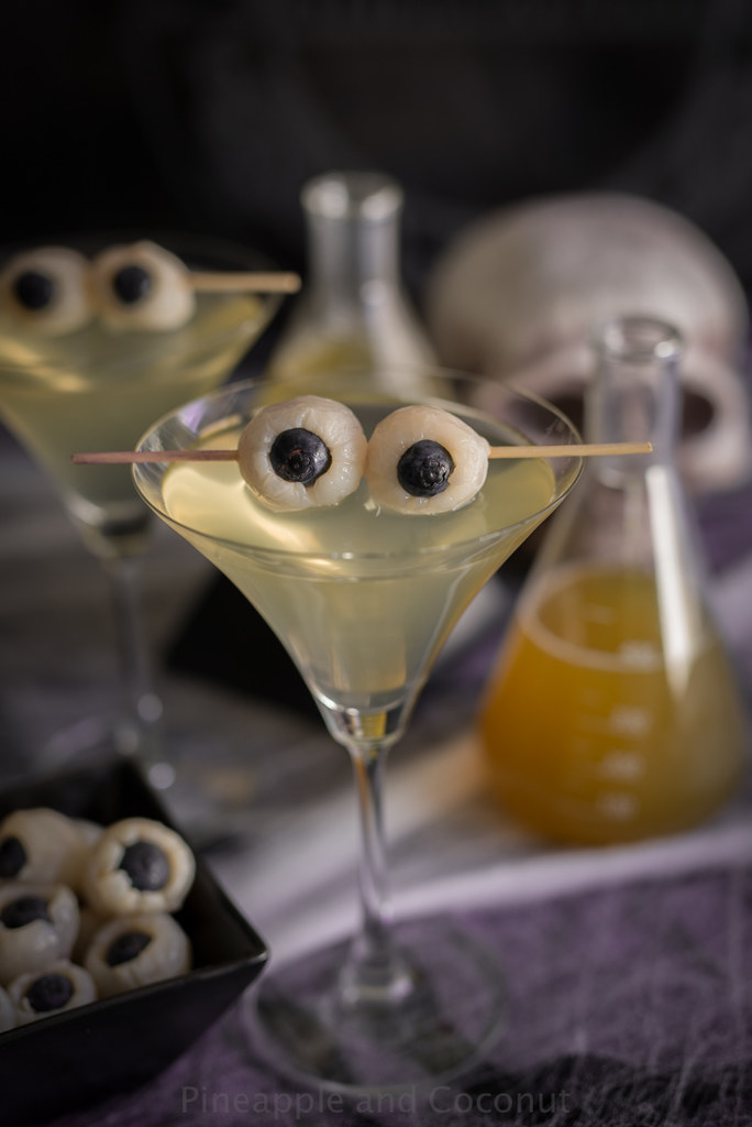 Creepy Eyeball Martini (Lychee, Matcha and Blood Orange Martini) www.pineappleandcoconut.com