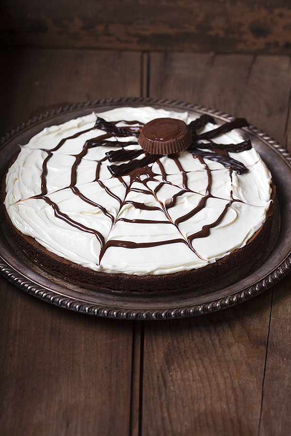 brownie spider web pizza for Halloween