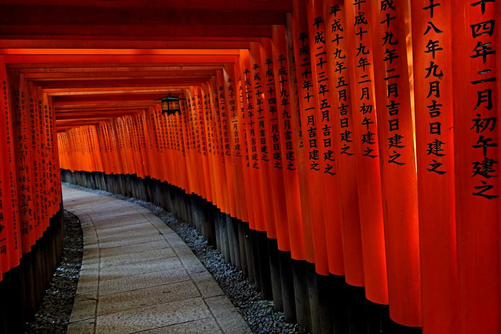 Torii, Fushimi Inari Taisha (伏見稲荷大社), Kyoto, Japan