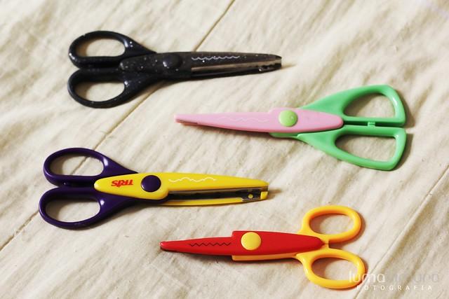 .scissors.