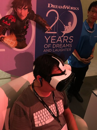 Samsung Galaxy Note 4 World Tour 2014 Singapore - DK Trying Out Gear VR