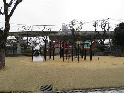 小倉競馬場の遊具広場のアスレチック