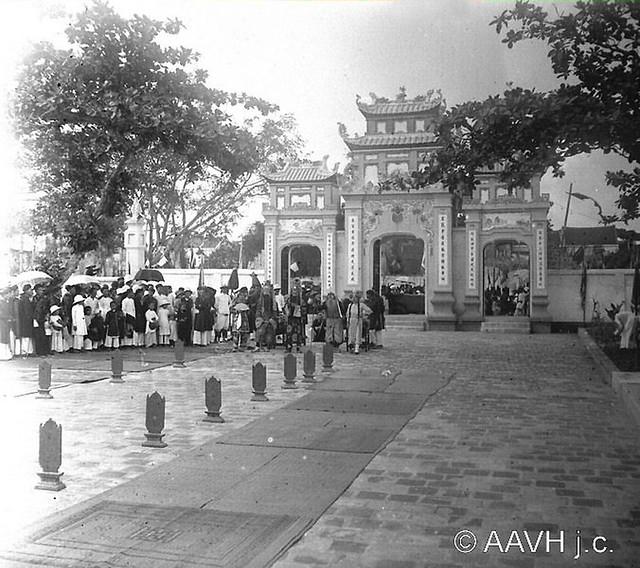 AP3367-Bonnet-148 - Tonkin, Hai Duong, 1927 – Fête de Gia Long à la Pagode (1)