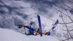 Podejście lasem do schroniska Rif. Vittorio Emanuelle II  2735m. Marcin w śniegu.