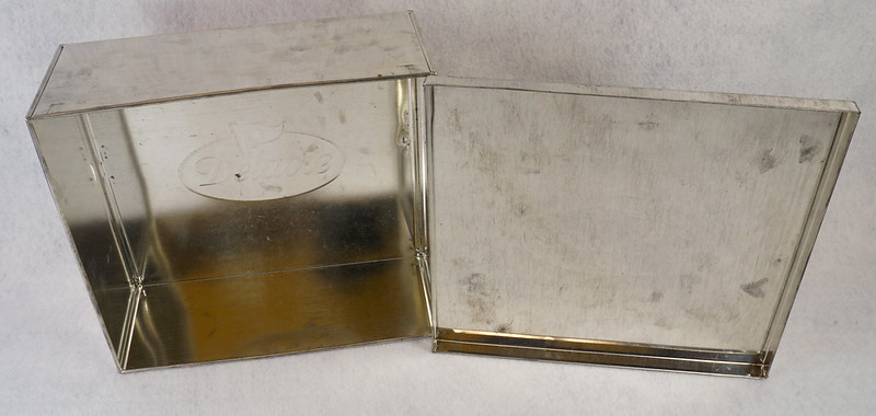 RD15330 Delacre Tin Box Square Vintage Collectible Metal Large Square Advertising DSC09185