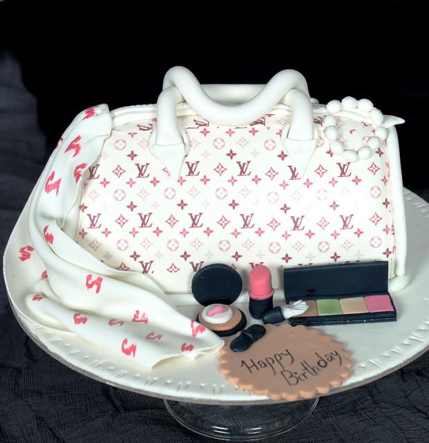 Makeup Kit Cake Images : LV Bag and makeup kit cake Flickr - Photo Sharing!