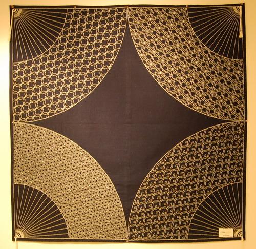 四方扇面のテーブルクロス