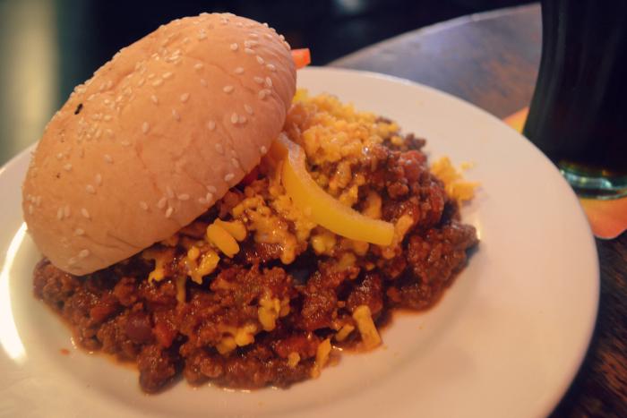 Phoenix Dundee chilli burger