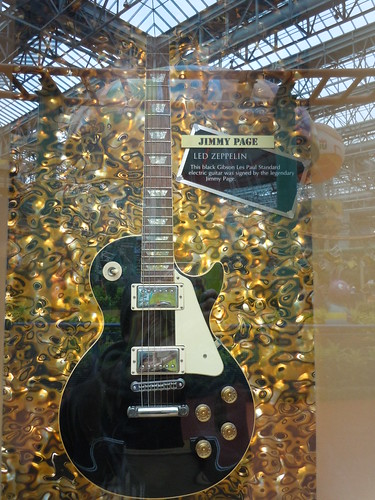 10/03/14 Hard Rock Cafe @ Mall of America, Bloomington, MN (Gibson Les Paul Autographed by Jimmy Page)